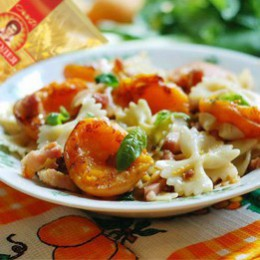 Farfalle with apricots