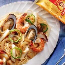 Mediterranean-style spaghetti with seafood